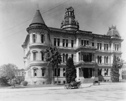 San Antonio City Hall. 1892. Located in the center of Military Plaza and seen one year after completion. Otto Kramer, a St. Louis architect, designed the building in the Italian Renaissance style. The building's appearance was significantly altered in 1927 when the towers were removed and a fourth floor was added. (RABA COLLECTION)