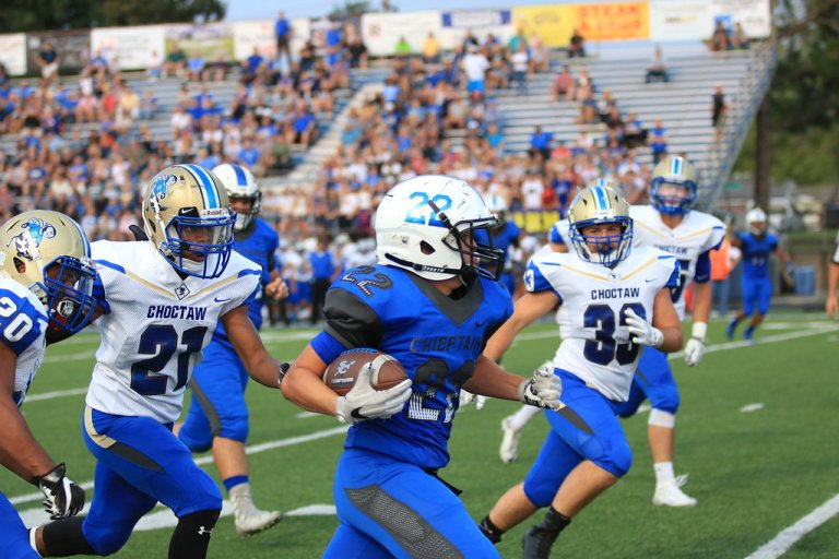 All the best photos from the Chieftains vs Yellowjackets game.