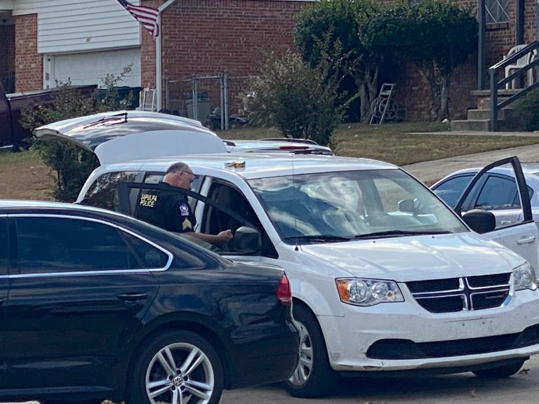 Police arrest three, recover weapons after car chase ends in Sapulpa neighborhood