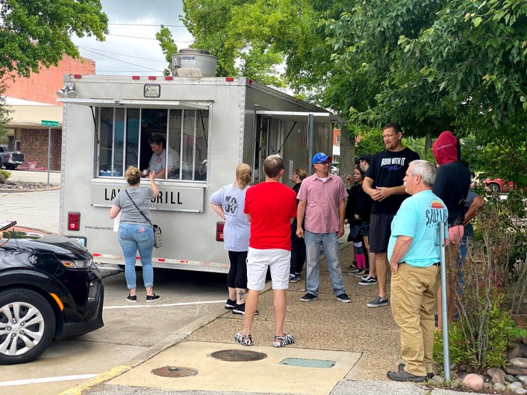Sapulpa's food truck rules defined, permits limited to a 6-month period
