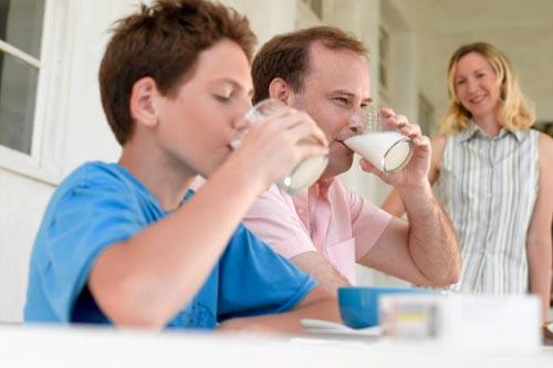 Стоит ли вам перейти на безлактозное молоко?