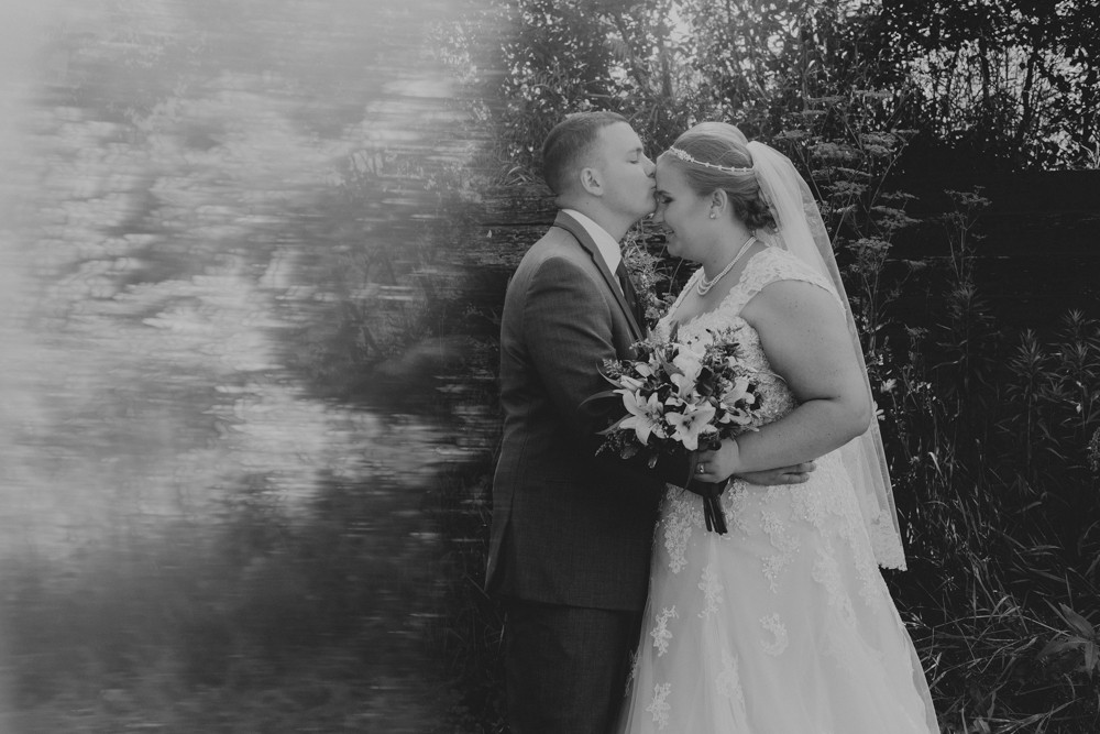 Bright, bold Summer wedding at Kilbuck Creek photographed by Sara Anne Johnson