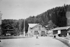 Kuskeboligen til venstre, 1902. Ukjent fotograf / Oslo Museum / oslobilder.no