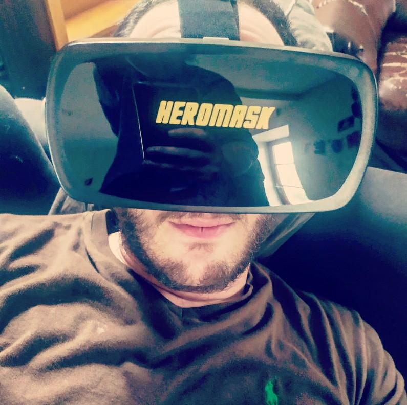 Apprendre les langues avec le casque de réalité virtuelle Heromask