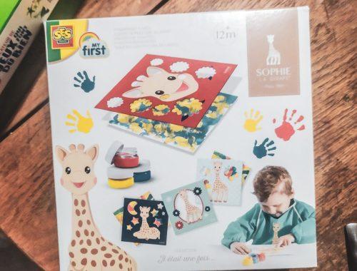 Occuper bébé avec le kit de peinture au doigt Sophie La Girafe.