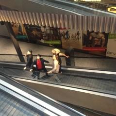 Randale auf der Rolltreppe