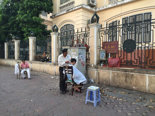 Roadside haircut. I see these a lot, but am not brave enough to try one.........
