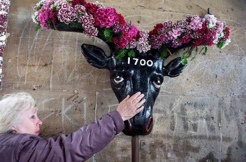 Touching the horns, Mayor of Ock St, Abingdon, Oxfordshire