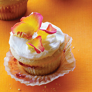 strawberry-rose-cupcakes-50400000110994-xl