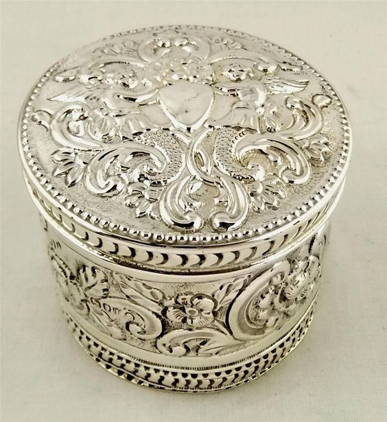 Trinket or vanity box. 1884. London. Repousse sterling silver. Maker not known.