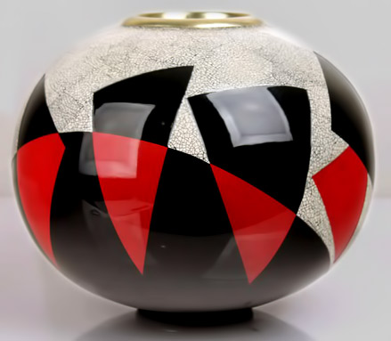 Vase with eggshell and red and black lacquer. 1920's.