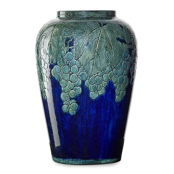Large vase with grape clusters. 1904.