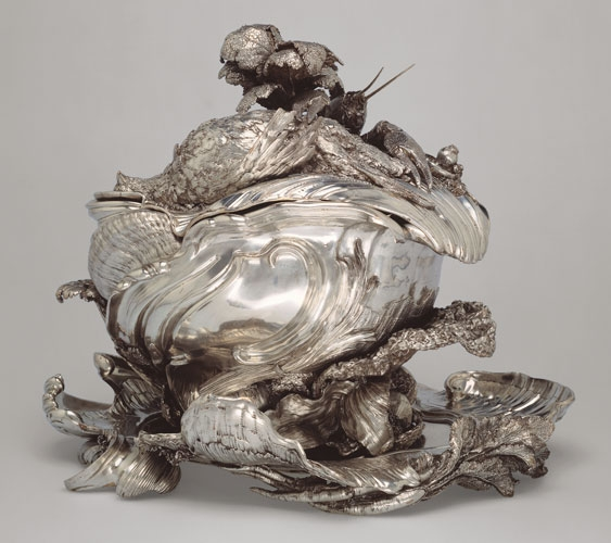 Tureen with sea creatures.