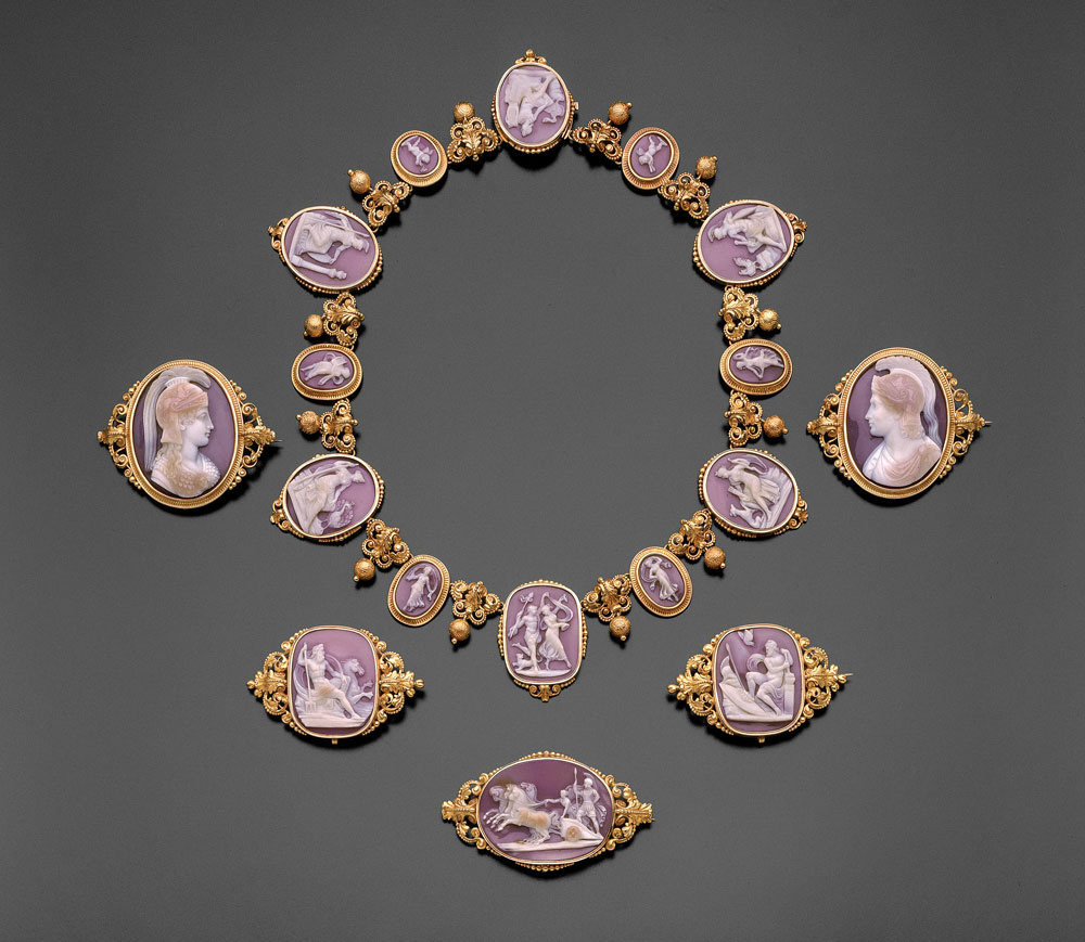 Necklace and brooches with cameos. ca. 1840.