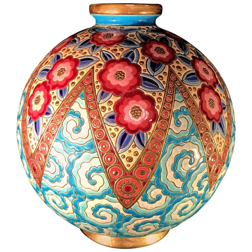 Vase. 1930. Art Deco. French.