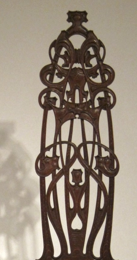 Oak_chair_made_by_Charles_Rohlfs,_1898-99,_Princeton_University_Art_Museum