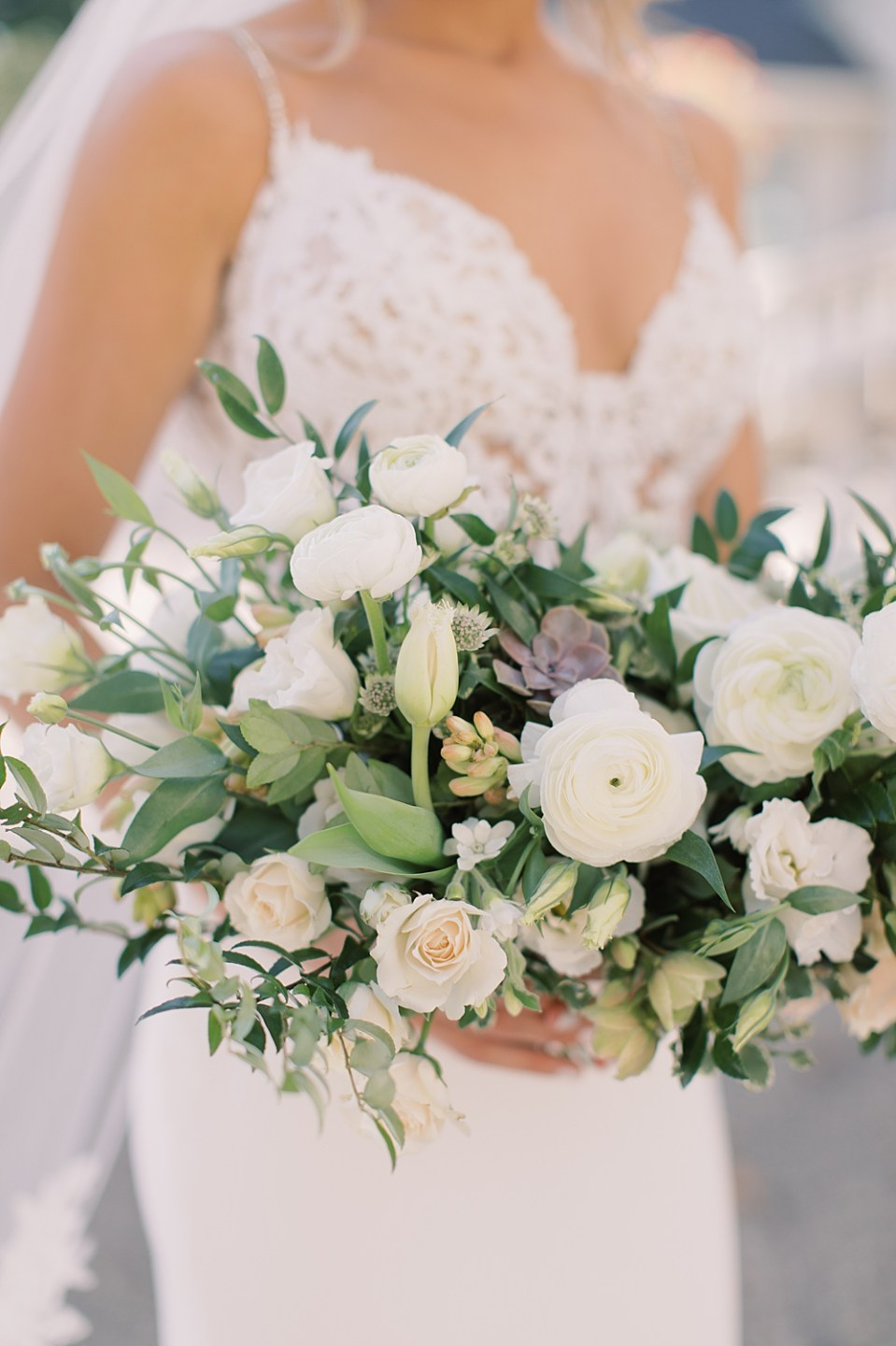 whisper and brook flower co | white and blush bridal bouquet | new jersey wedding photographer sarah canning photography