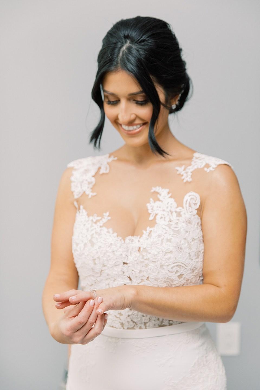 bride getting ready | ryland inn wedding | new jersey wedding photographer sarah canning