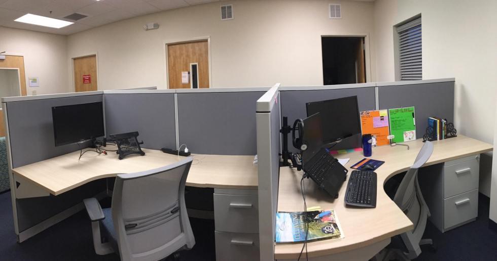 clean desk vs. colorful desk