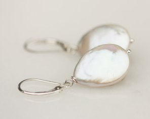 https://www.etsy.com/listing/41324940/bridal-earring-pearl-pearl-earring?ref=shop_home_active_21