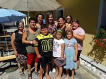 Omi, Mama, Tante, Ich, Tante, meine 4 Cousinen und mein Bruder