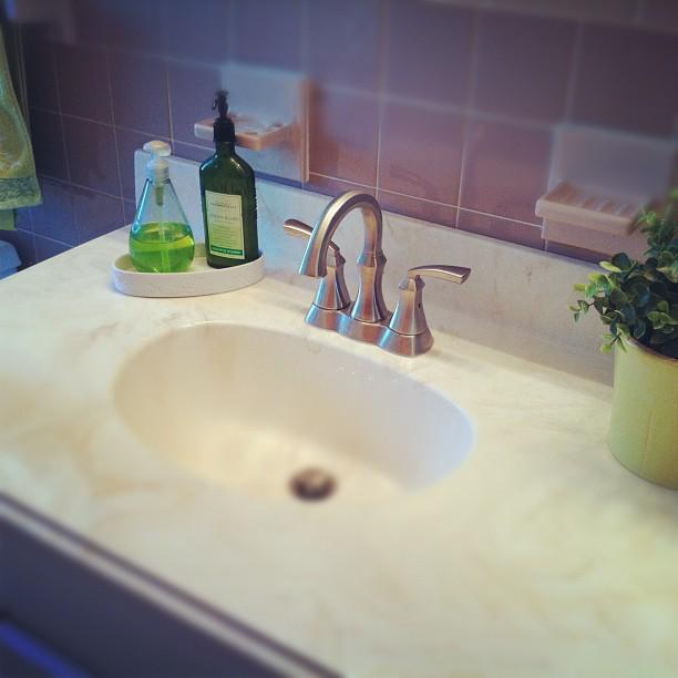 modern brushed nickel bathroom faucet