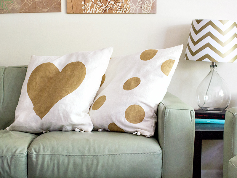 Sarah Hearts | DIY Freezer Paper Stenciled Throw Pillows