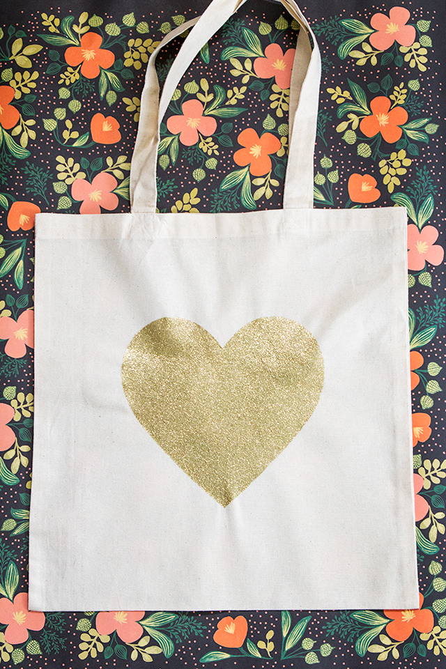 Follow this easy tutorial to learn how to create your own gold glitter heart tote bag.
