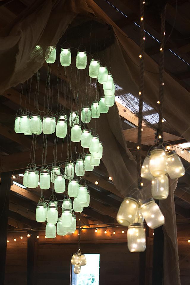 A LED mason jar light chandelier! Perfect decor for a rustic wedding.