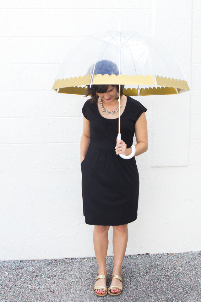 Make rainy season a bit more fun with this cute gold scalloped bubble umbrella. Click through for template.