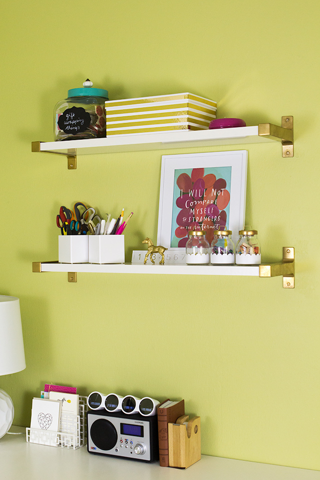 Love the gold trend? Add some metallic shimmer to your home by spray painting affordable Ikea shelf brackets gold!