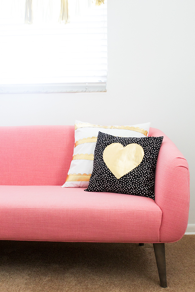 An envelope pillow is the perfect project for the beginner seamstress and these gold pleather accents make them so cute!