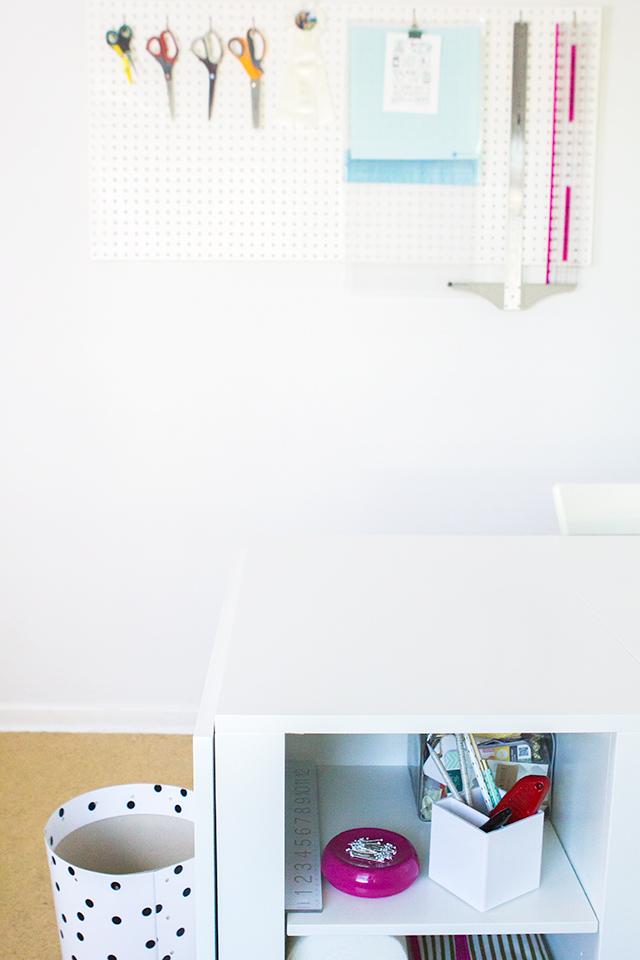 Love this bright white home studio space!