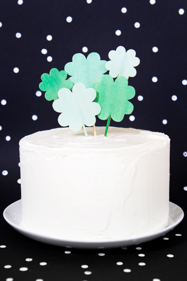 Use a Silhouette or Cricut to make these festive wood clover cake toppers for St. Patrick's Day. (Click through for SVG and PDF templates)