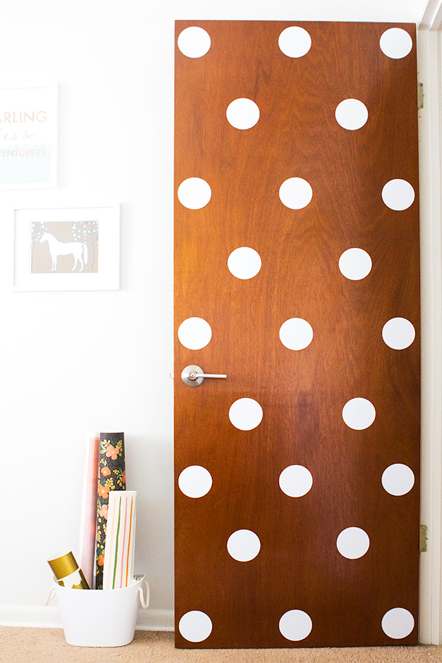Dress up a plain front door with some vinyl polka dots! Such an easy and quick DIY that's perfect for rental apartments and dorm rooms.