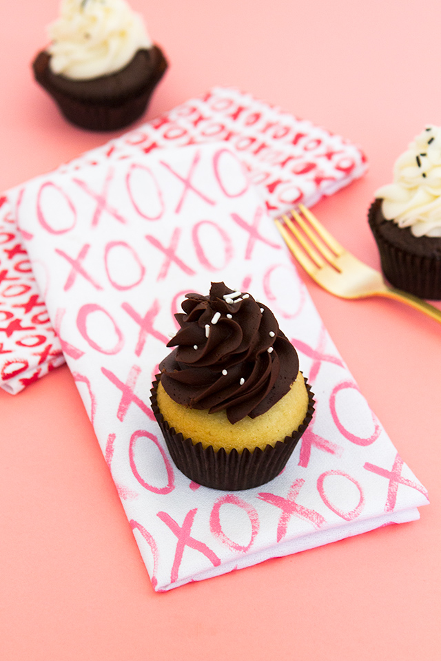 These XO napkins would be perfect for a at-home Valentine's Day dinner or even a galantine's party!