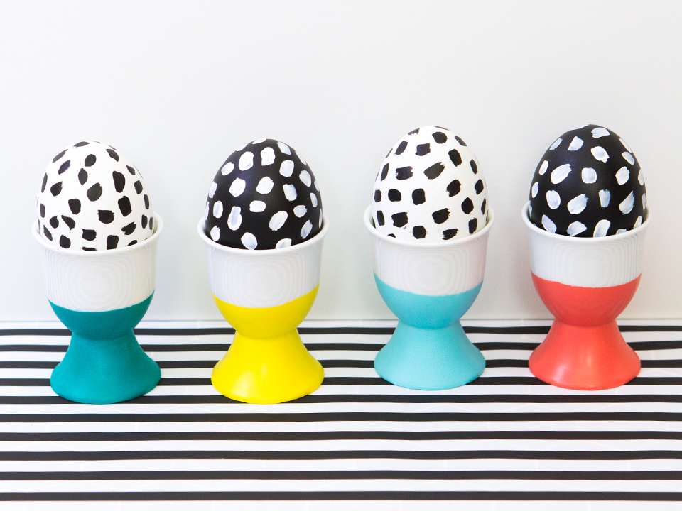 Create paint dipped egg cups this Easter to show off your favorite eggs!