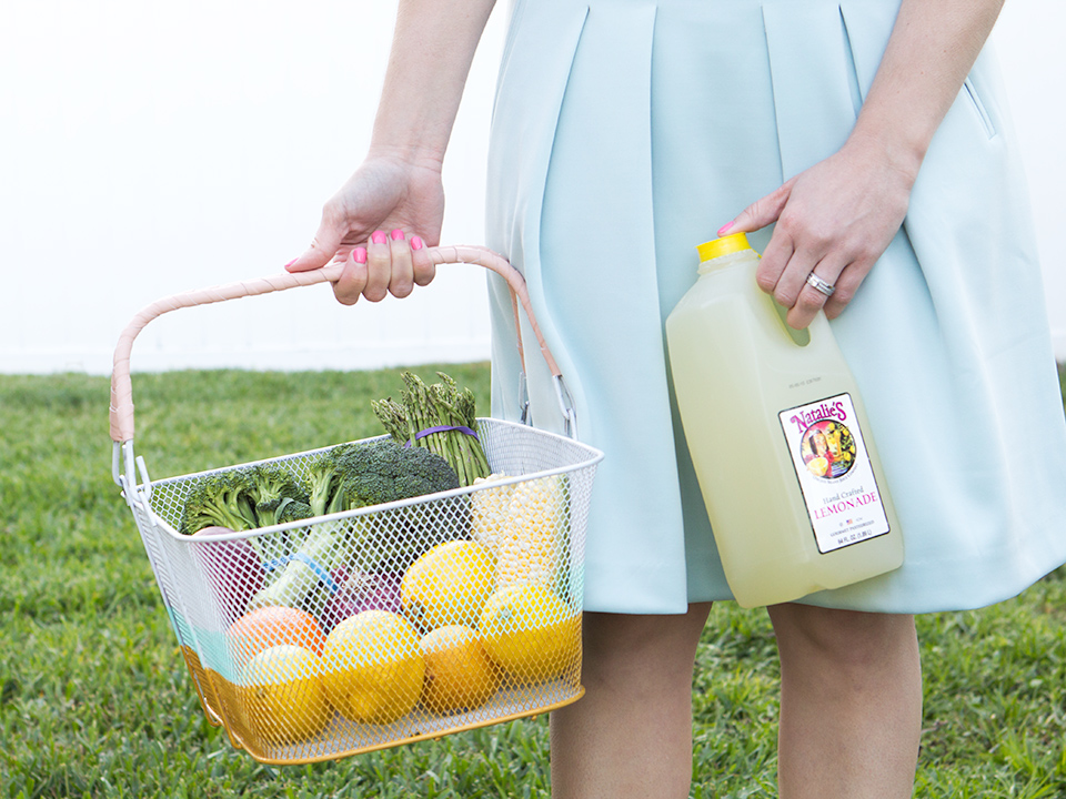 This DIY color blocked farmers'  market basket is the perfect project for spring!