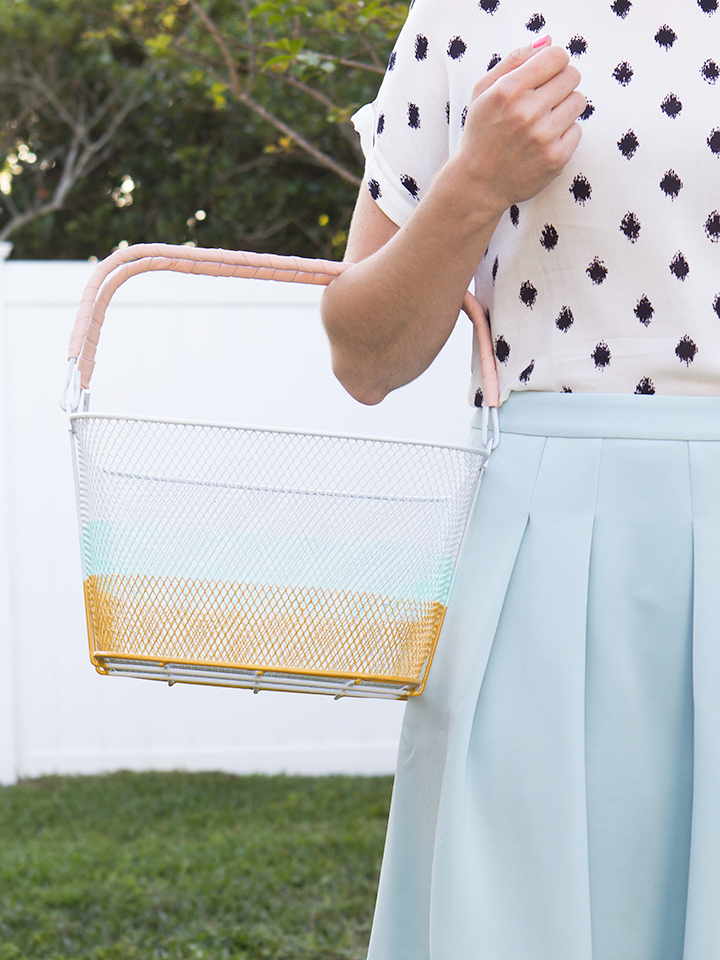 Love this simply DIY color blocked market basket. It's perfect for carrying farmers' market produce or groceries.