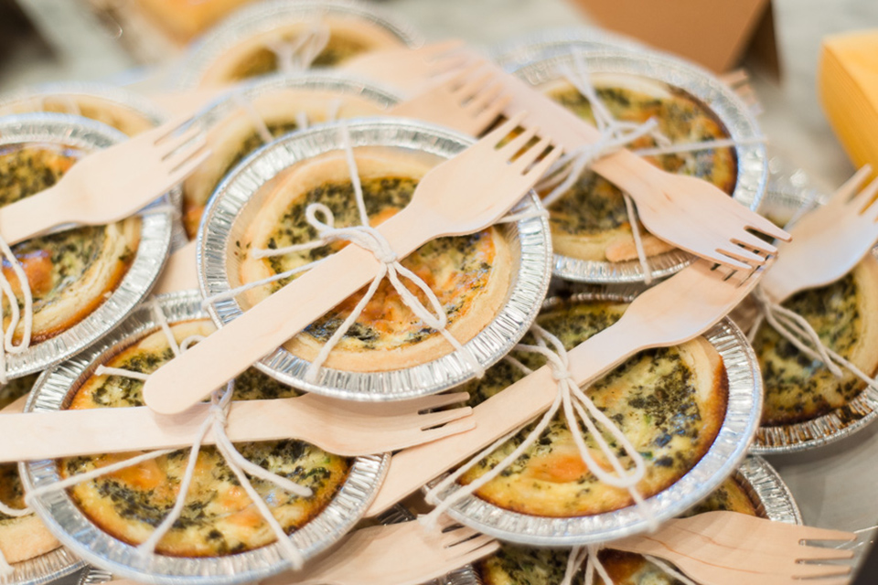 Individual peso zucchini quiches tied with baker's twine and with a wooden fork are perfect for parties or picnics.
