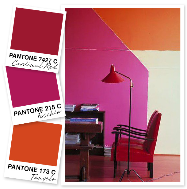 How striking is this statement wall? I can't get enough of these bold color choices.