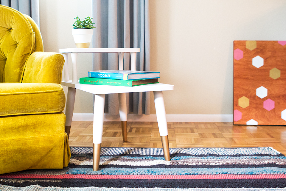 A $10 Cragislist find gets a made into a stylish mid-century side table with chalk paint.