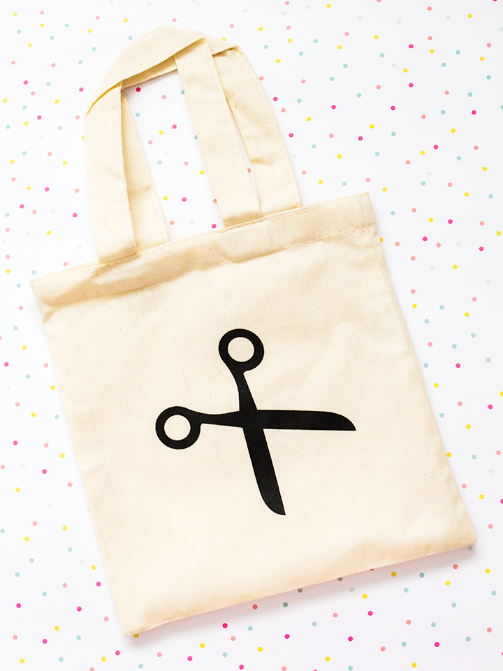 Loving this cute tiny scissor tote bag!