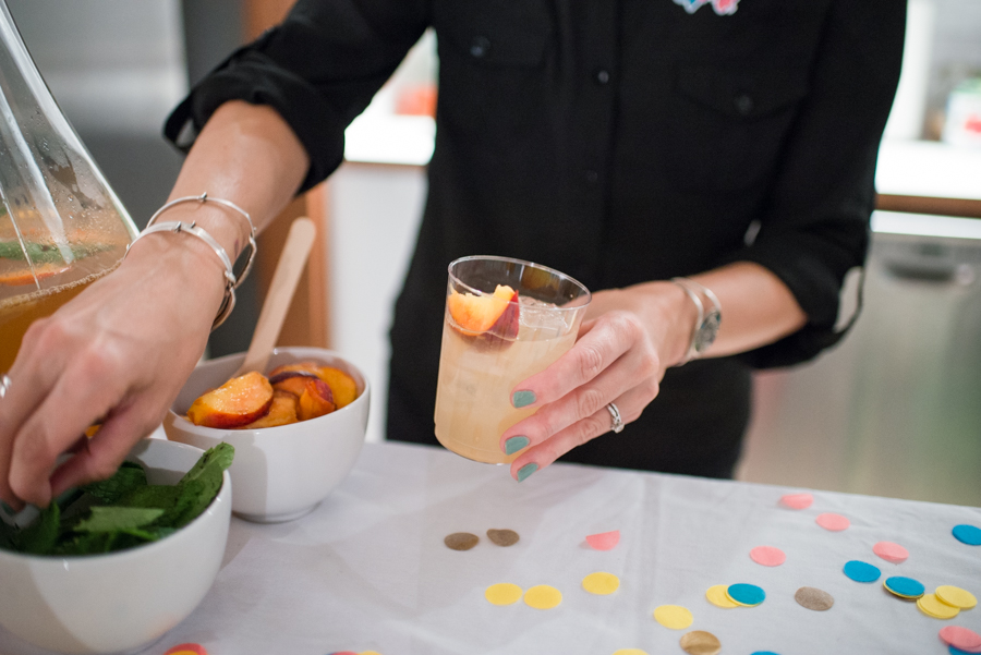 The Fuzzy Peach Punch was a crowd favorite at Meet and Make! Click through for the recipe.