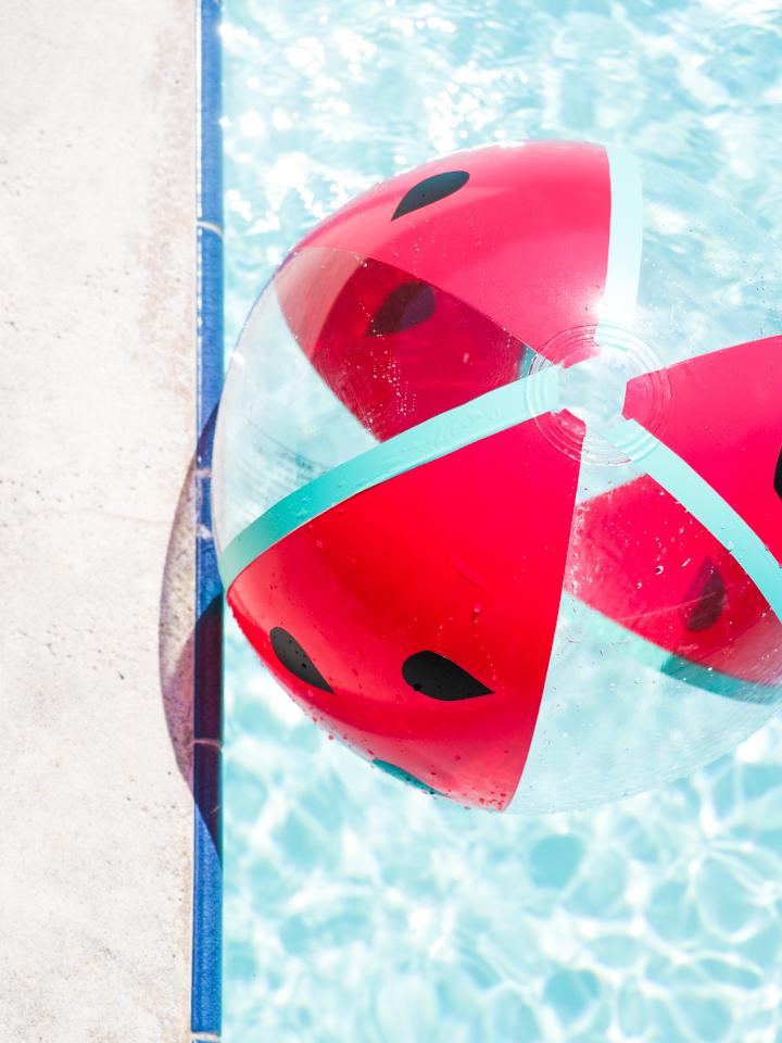 Turn a beach ball into a watermelon! Click through for the easy-to-follow video tutorial.