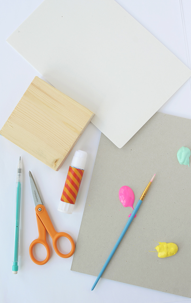Satisfy your sweet tooth and stamp little macarons on everything! Click through to learn how to make these cute DIY stamps by Alice & Lois