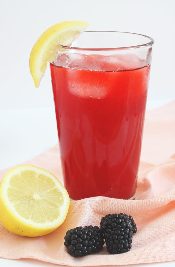 Serve this delicious blackberry lemonade spritzer at your next party! Click through for the recipe by Jade and Fern.