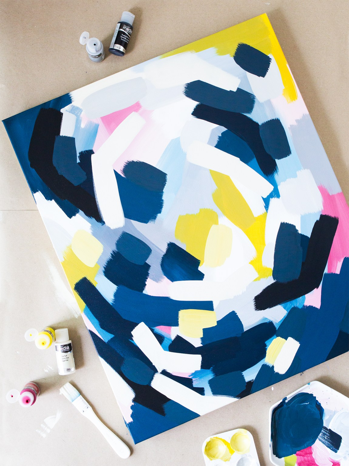 Create your own abstract wall art with this easy to follow tutorial using DecoArt mixed media paints. (Click through to see the process video!)