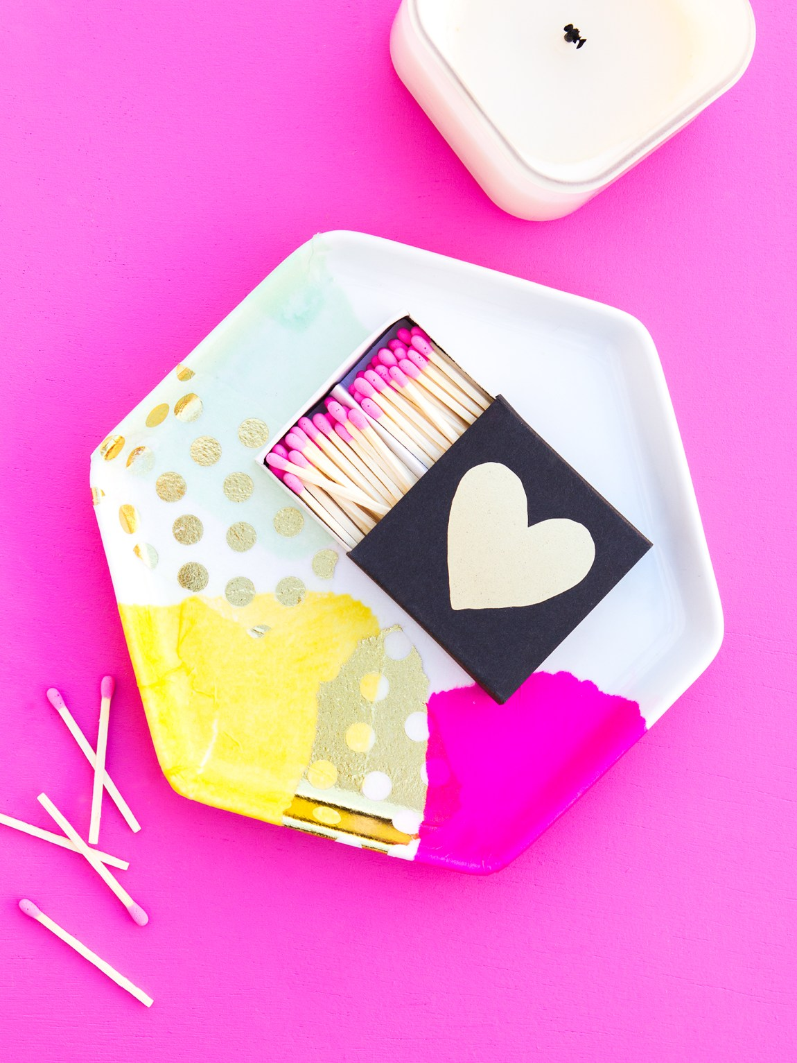 Learn how to create a pretty tray in just a few minutes in this easy to follow video tutorial!