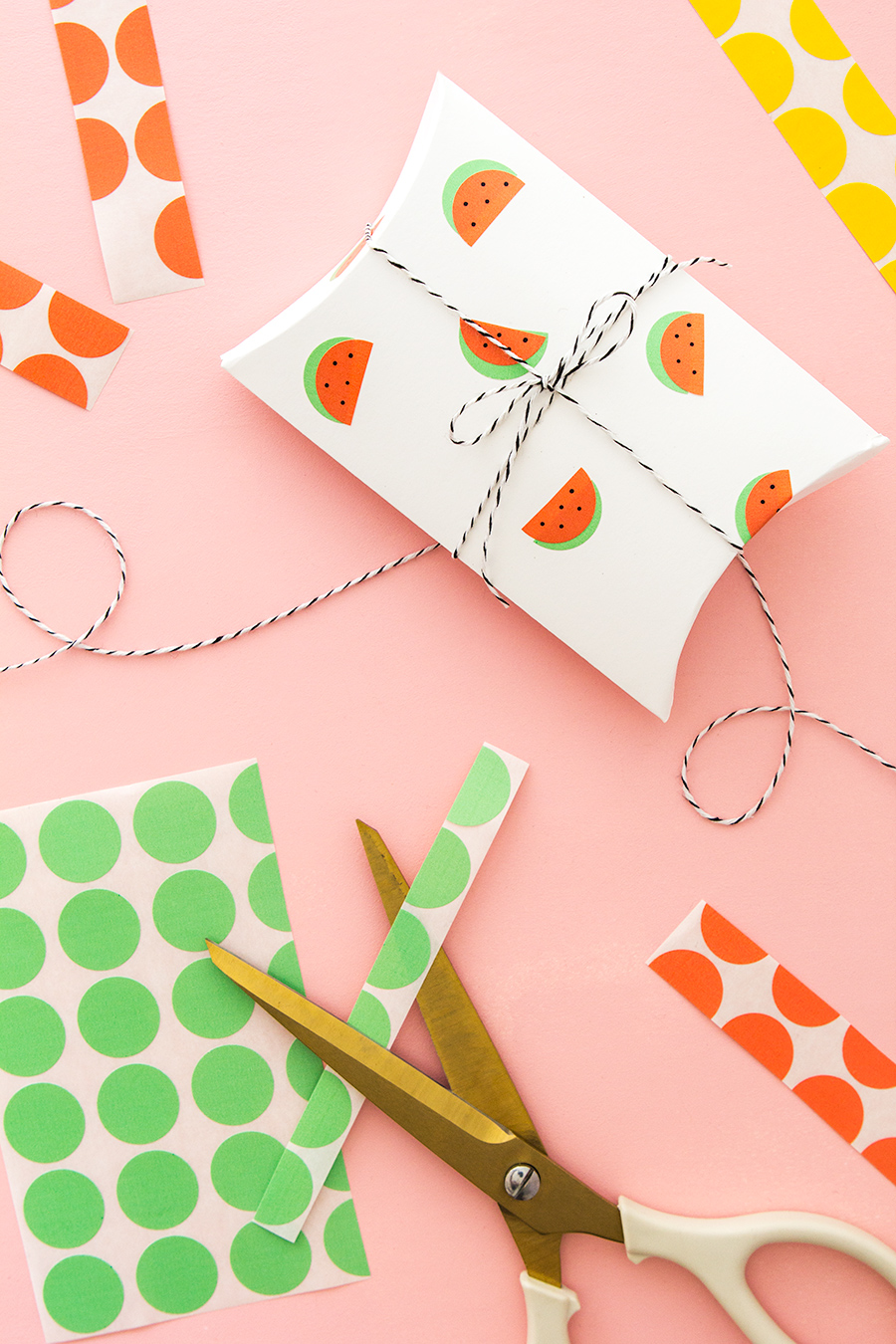 Use office color coding labels to instantly create cute watermelon stickers! Click through for the video tutorial on making these fun watermelon gift boxes.